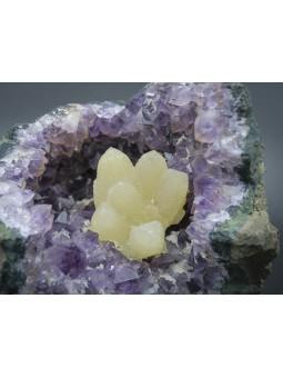 Géode d'amethyste avec Calcite